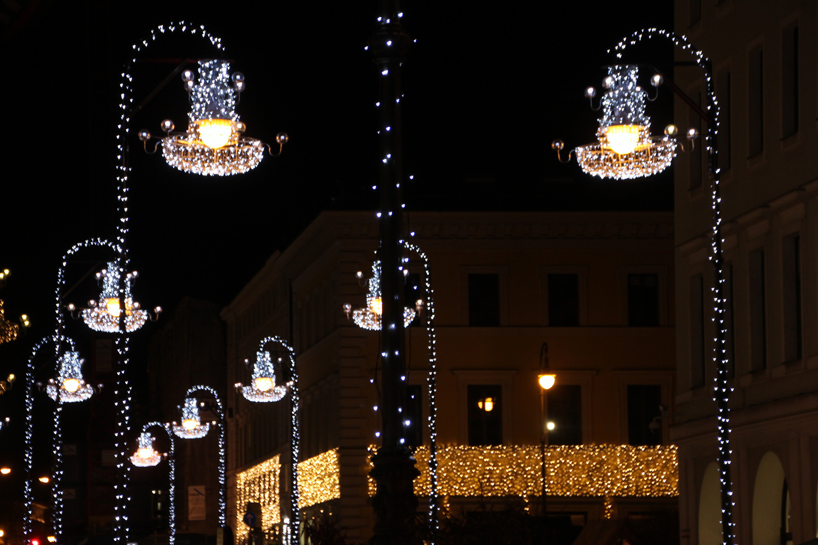 Briennerstraße bei Nacht im Advent
