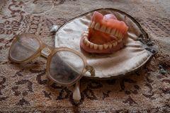Brille auf und Zähne rein...