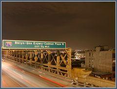 Brooklyn Bridge mit Schild