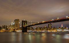 Brooklyn Bridge vor der Skyline