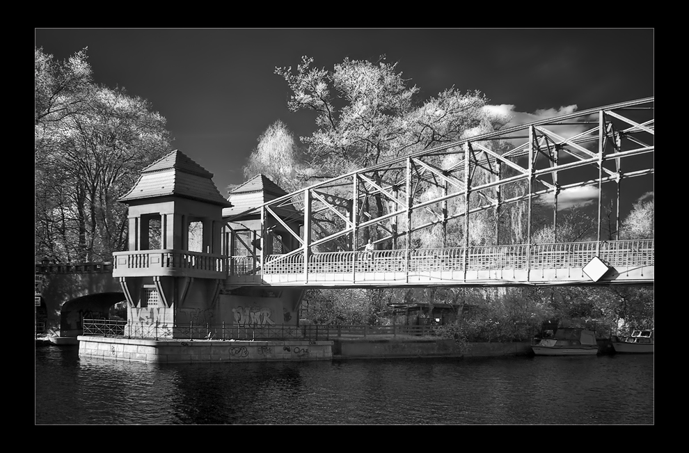 Brücke am Tegeler Hafen.