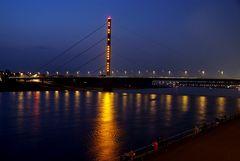 Brücke Düsseldorf bei Nacht