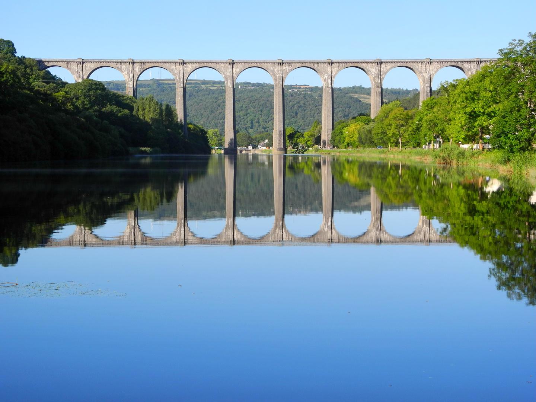 Brücke im Spiegelbild