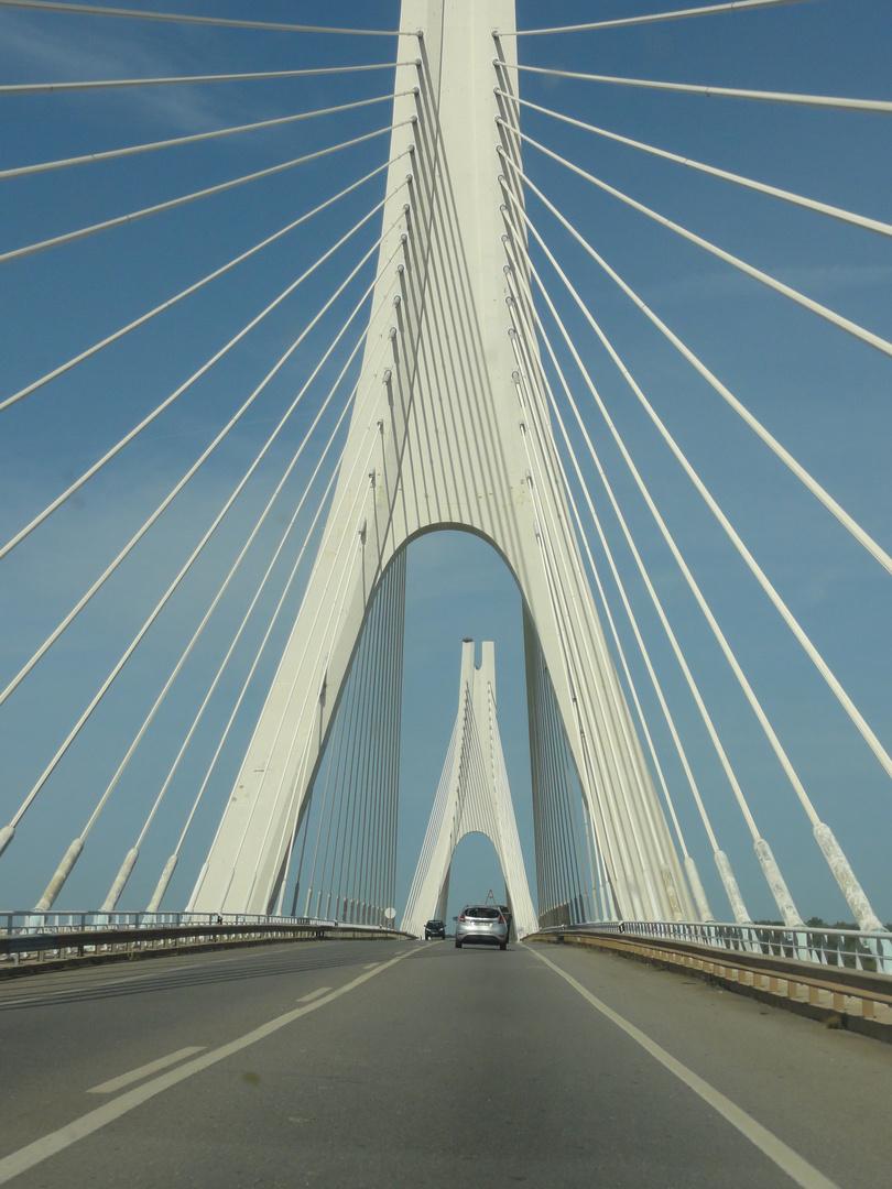 Brücke in Portugal nun hochkant