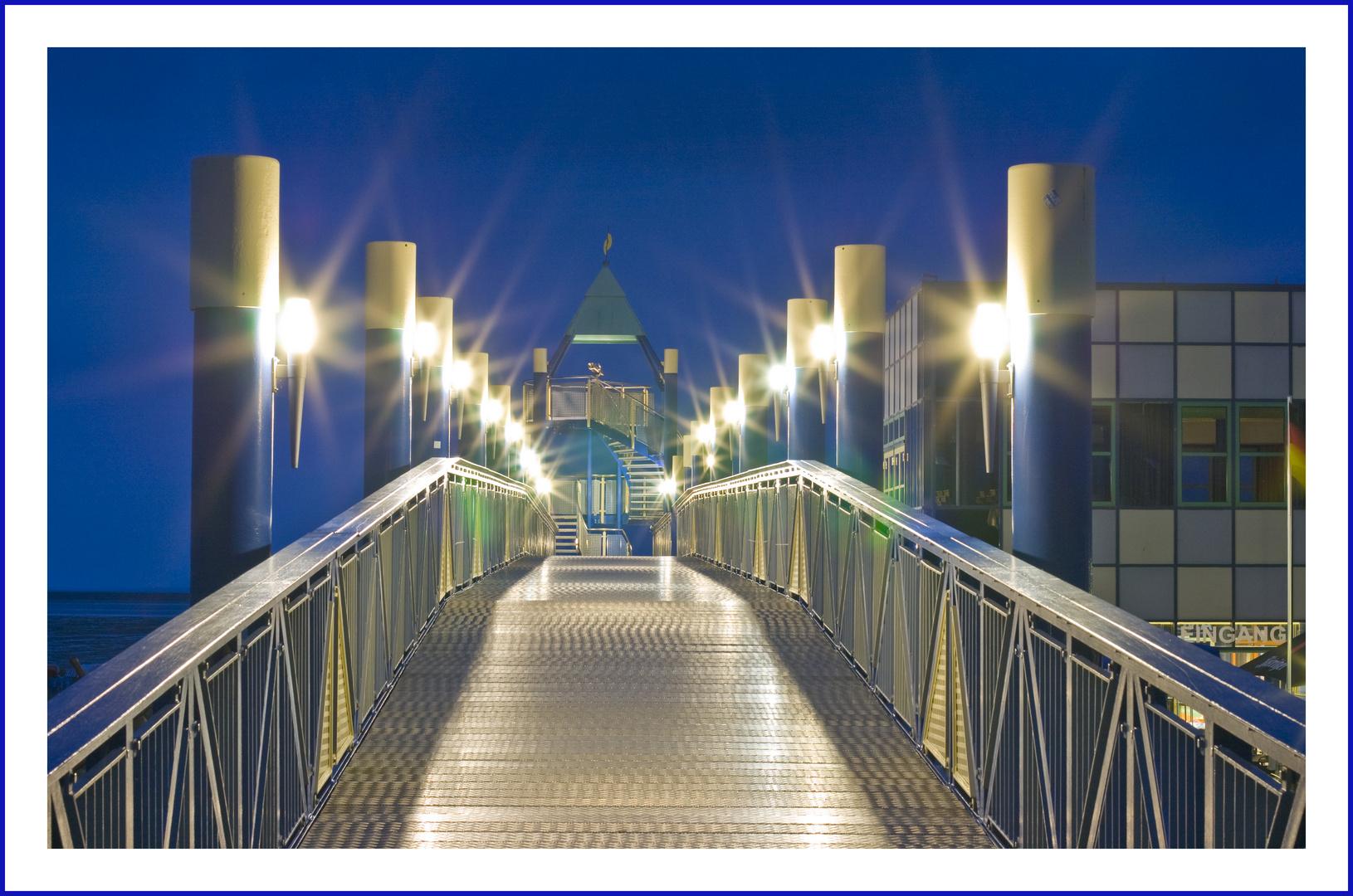 Brücke ins Blau