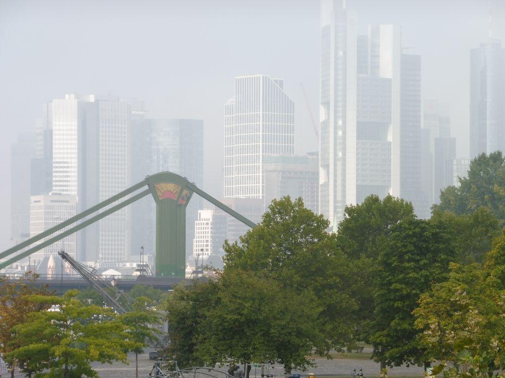 Brücke Nebel Banktuerme FFM lu-19-54col Aktuell +7Retrofotos