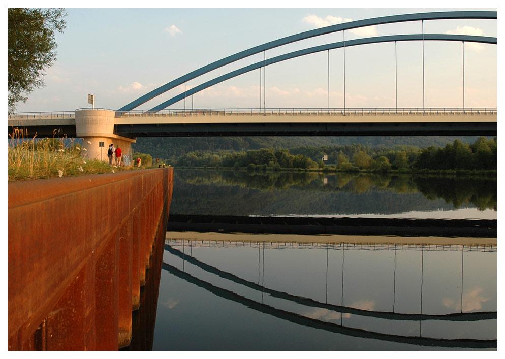 Brücke - spiegelnd