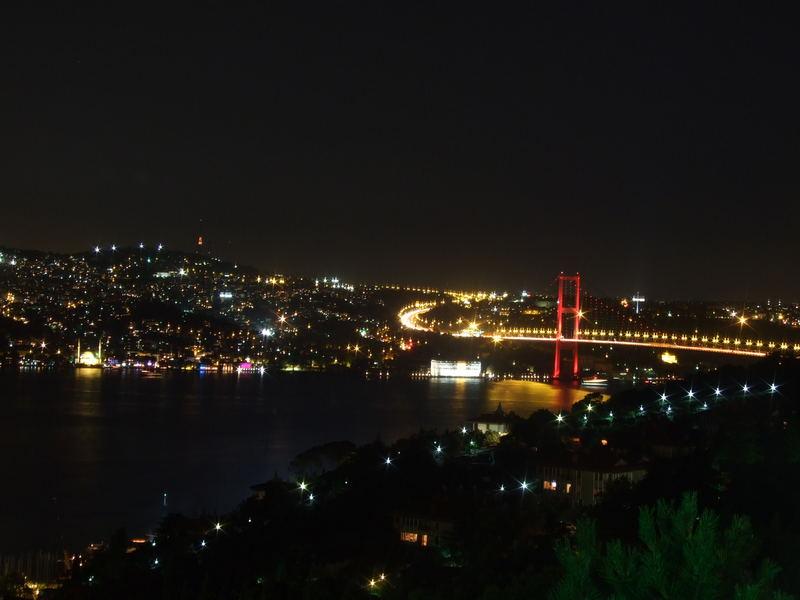 Brücke über den Bosporus, Istanbul - rot