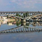 Brücke über den Fluss Yonne ...