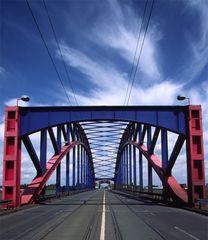 Brücke über den Hafen in Duisburg