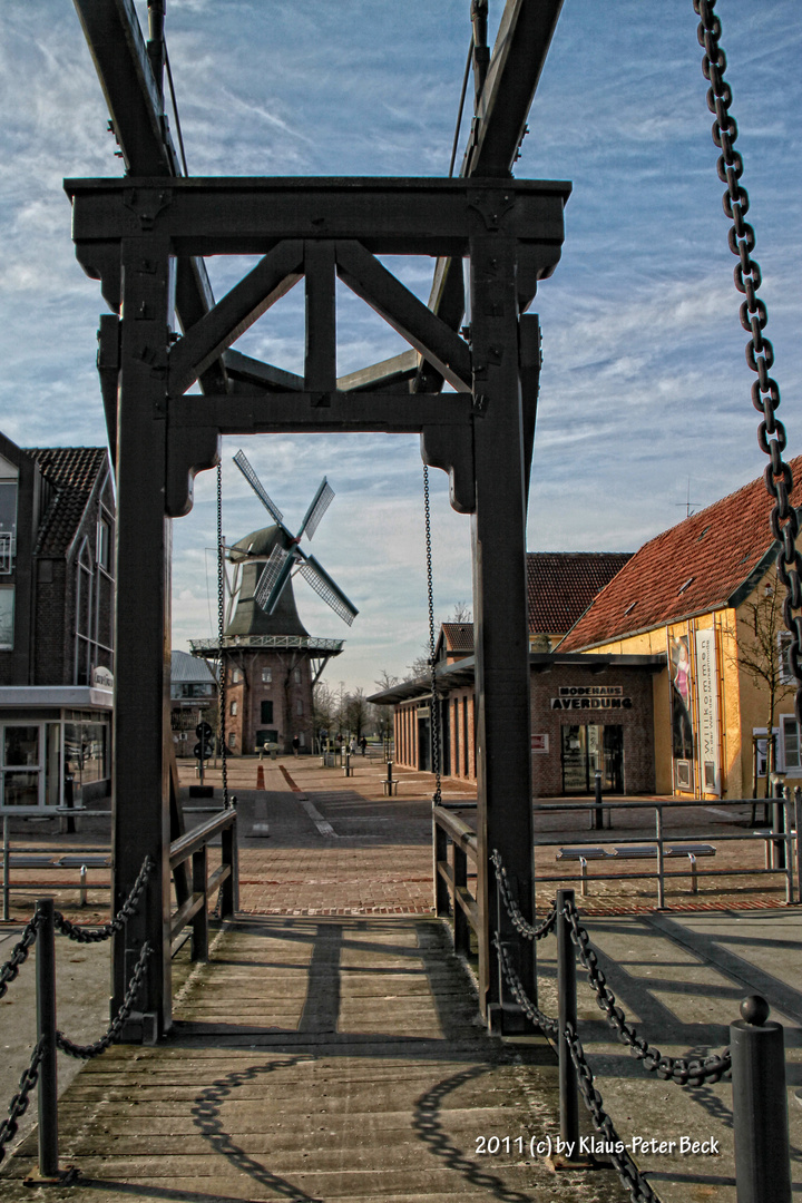 Brücke über den Hauptkanal in Papenburg