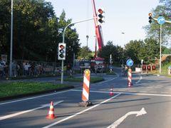 Brücke über die Carl-Ruß-Strasse wird errichtet