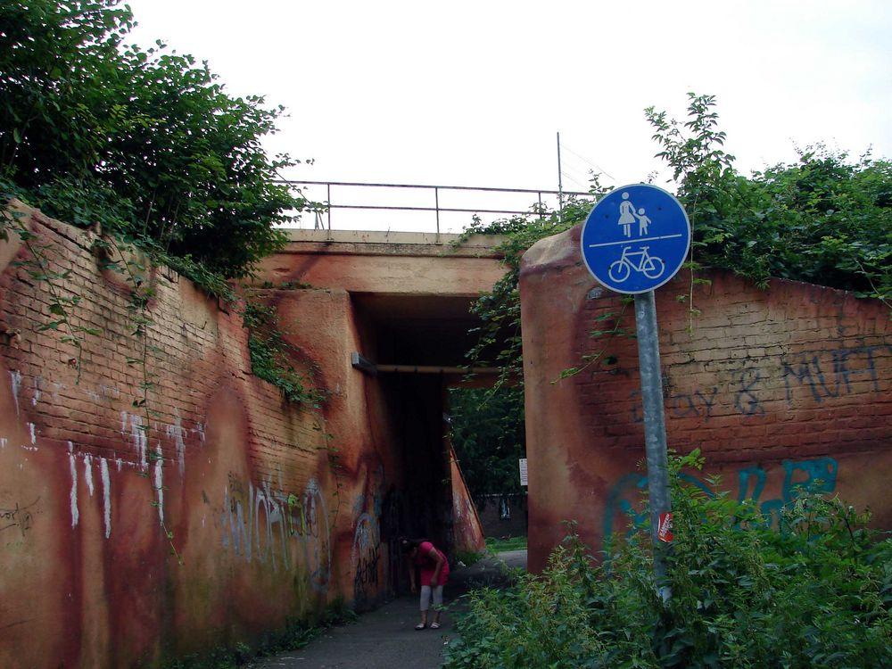 Brücke über die Niederfeldstraße vor einem Jahr....