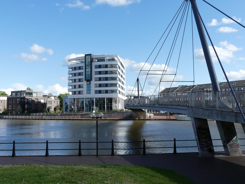 Brücke übern Fluss