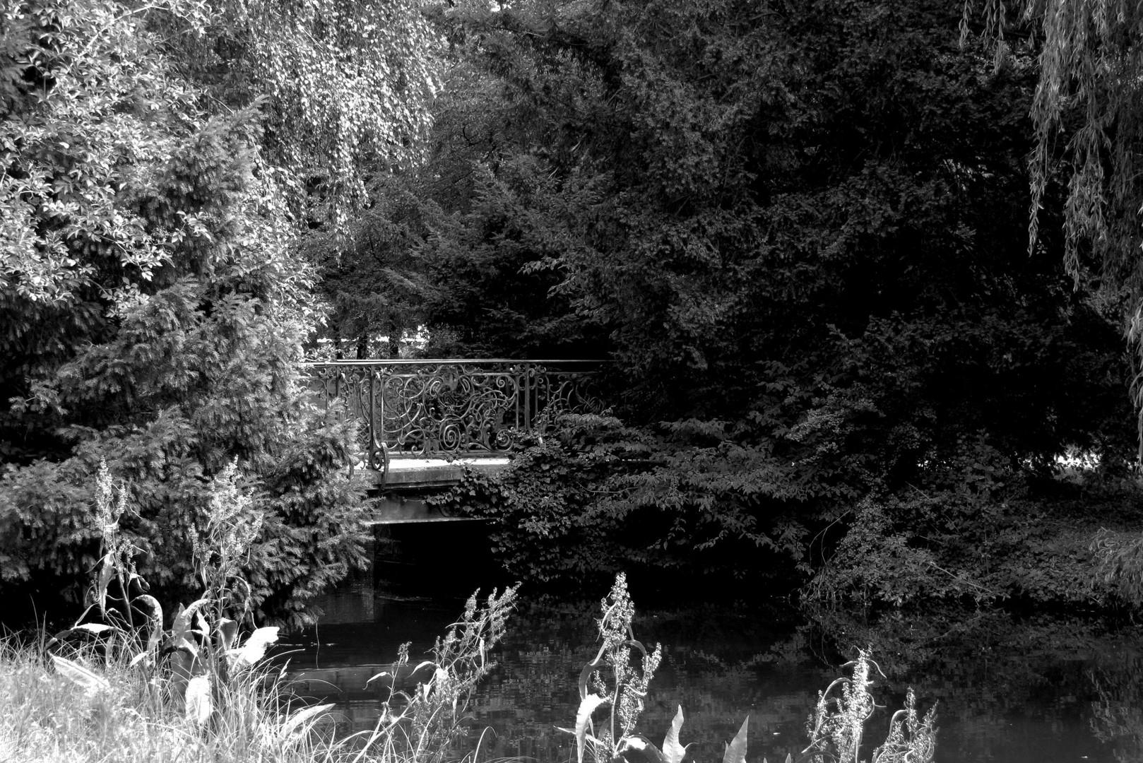 Brücke von hell ins dunkle