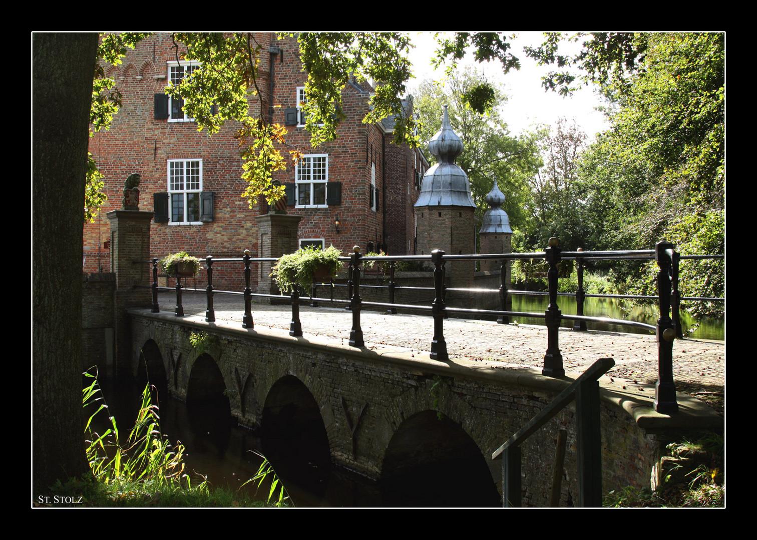 """Brücke zum Wasserschloss """"Slot Moermond"""""""