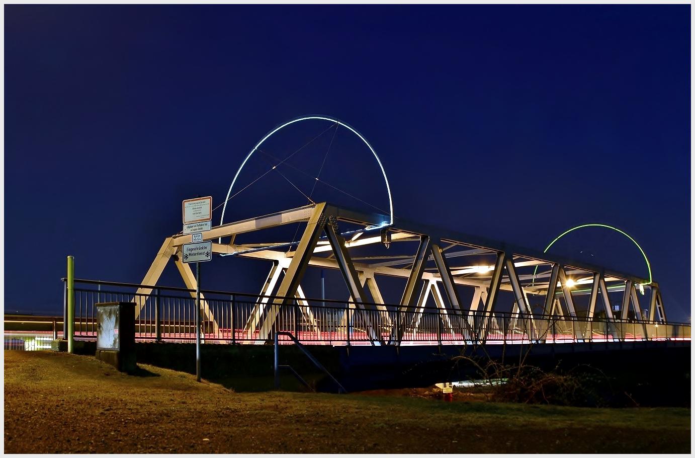 Brücken verbinden