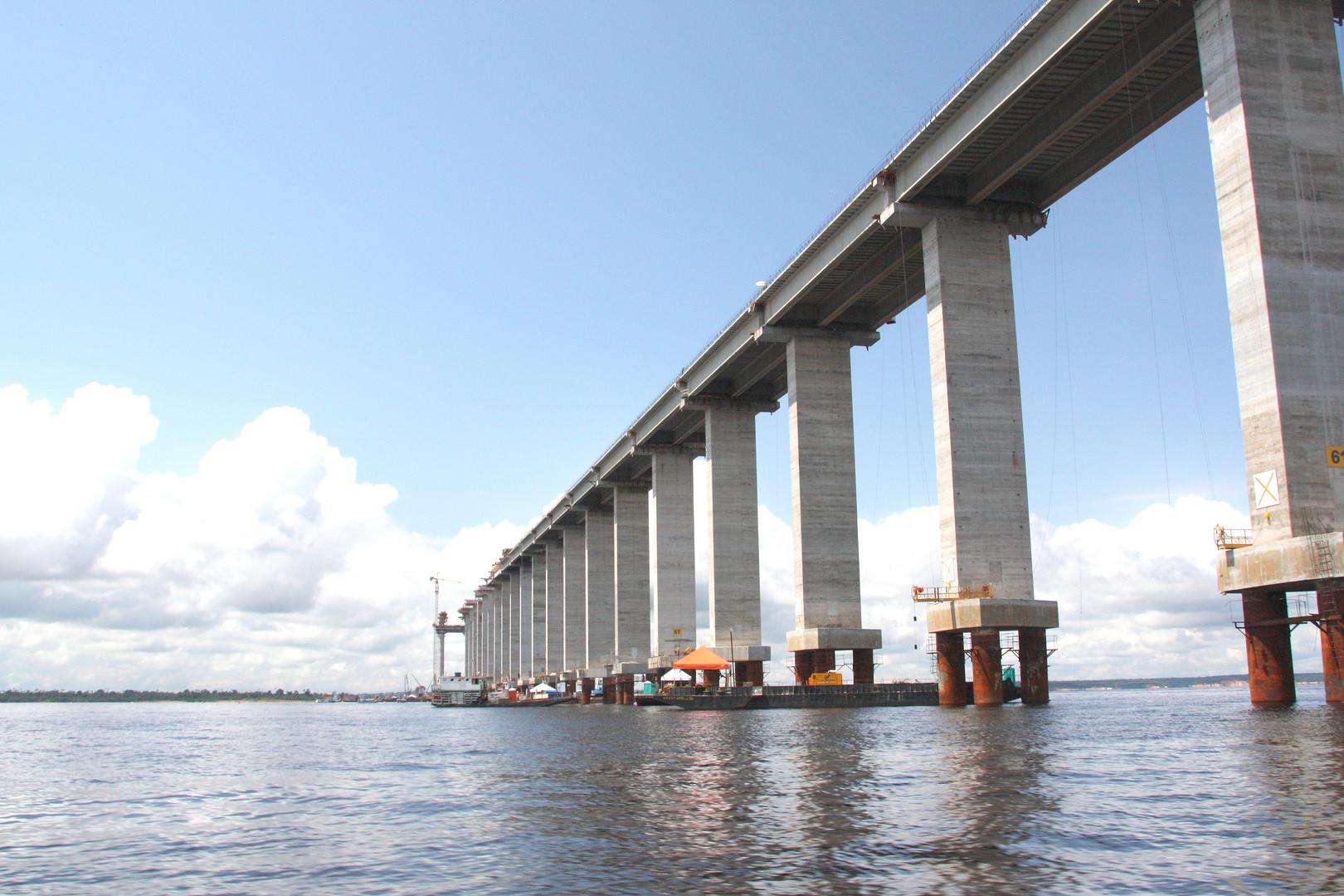 Brückenbau bei Manaus