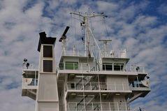 Brückenhaus eines Containerschiffs