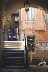 Brückenpassage in Venedig