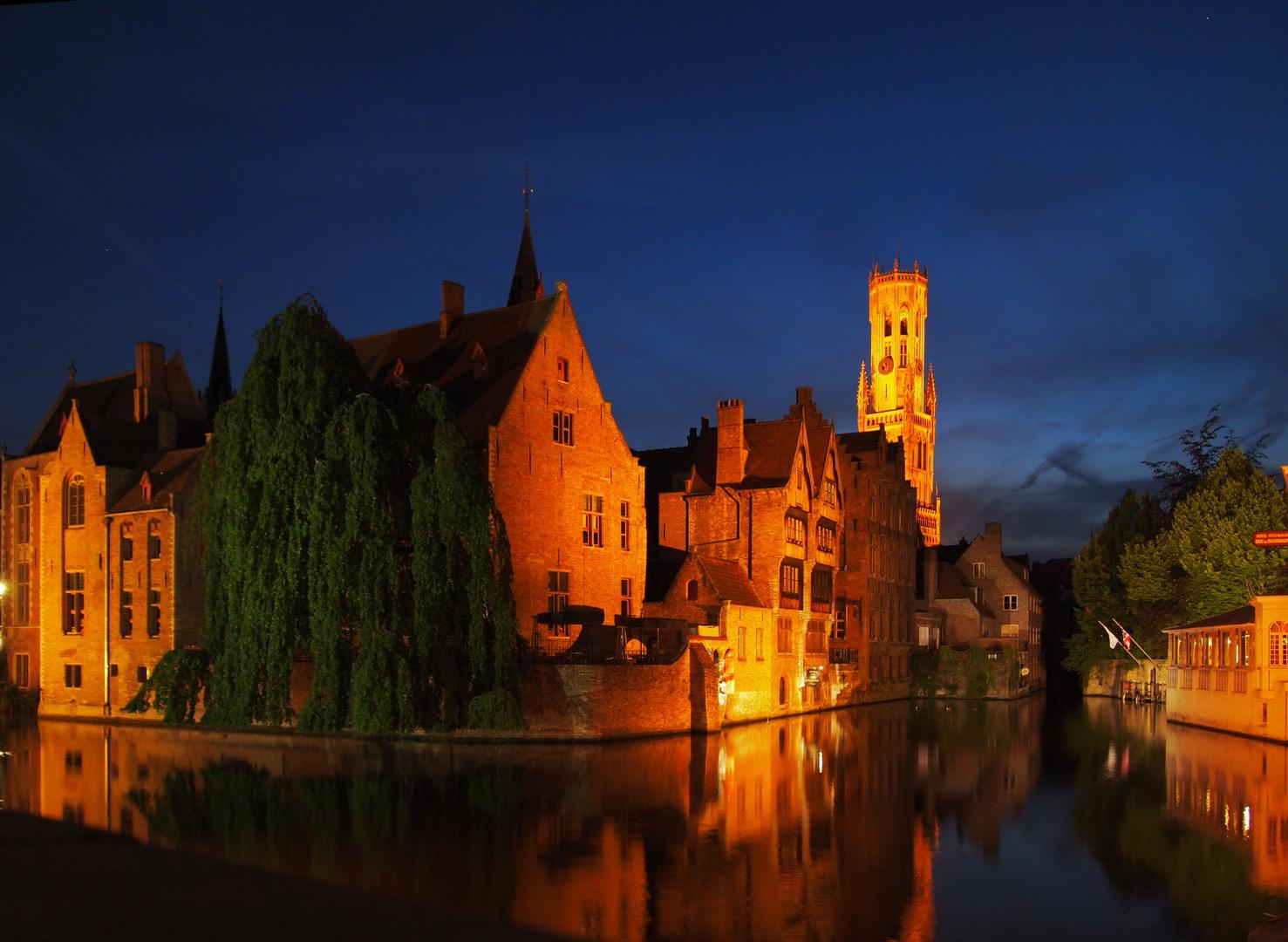 Bruges, De Rozenhoedkaai (Quai of the Rosary by night)