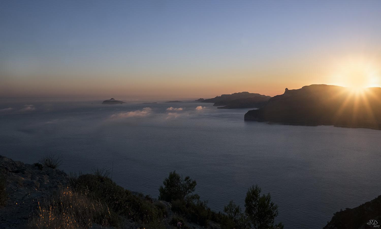 Brumes de mer sur la baie de Cassis