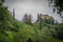 Brunnen Burg in Dorf Tirol.