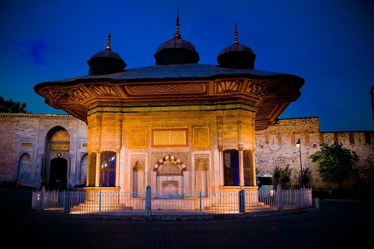 Brunnen vorm Topkapi Palast