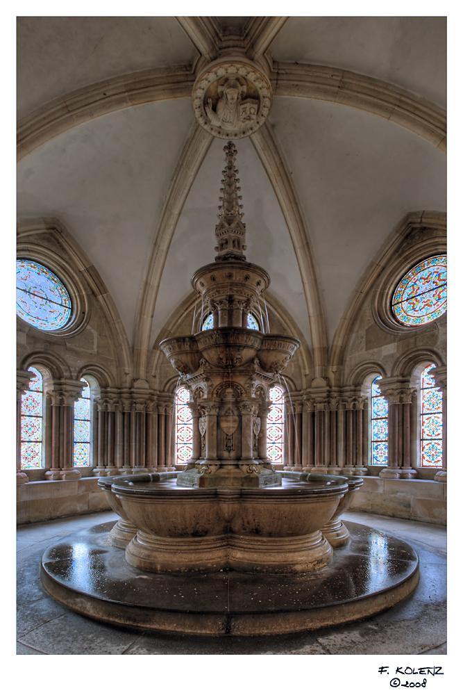 Brunnenhaus mit Brunnen