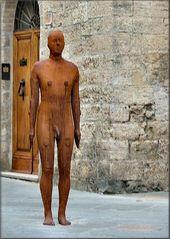 Brutta scultura a San Gimignano