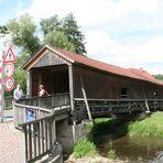 Buchfart bei Weimar: Überdachte Brücke über die Ilm