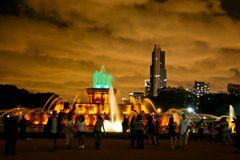 Buckingham Fontaine & city lights