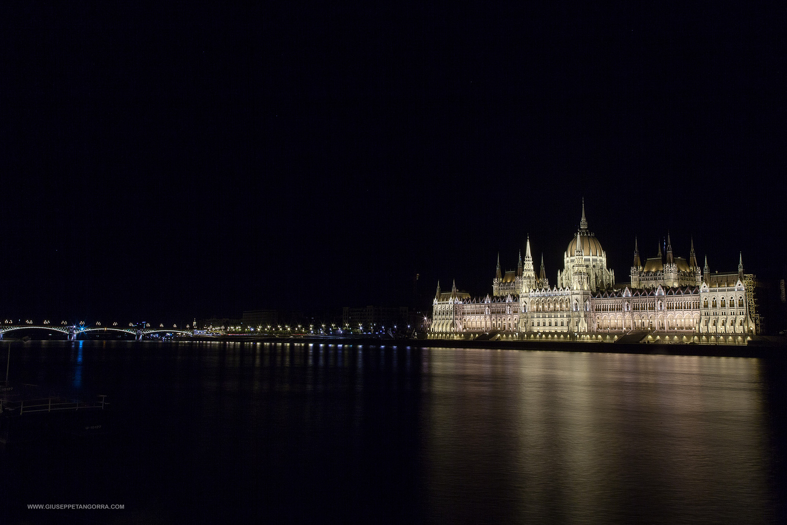 Budapest by night - Parlamento