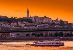 Budapest - Chiesa di S.Mattia Danubio e Ponte delle Catene.