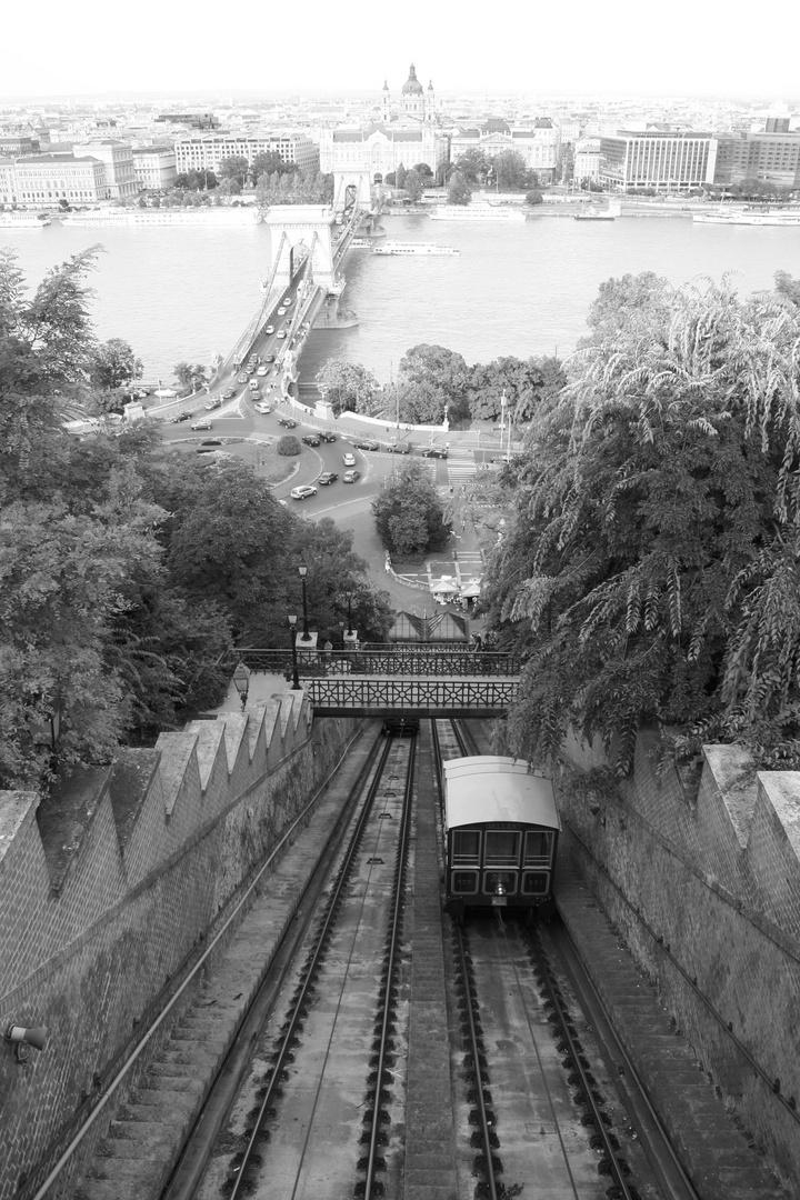 Budapest - Kettenbrücke mit Bastille