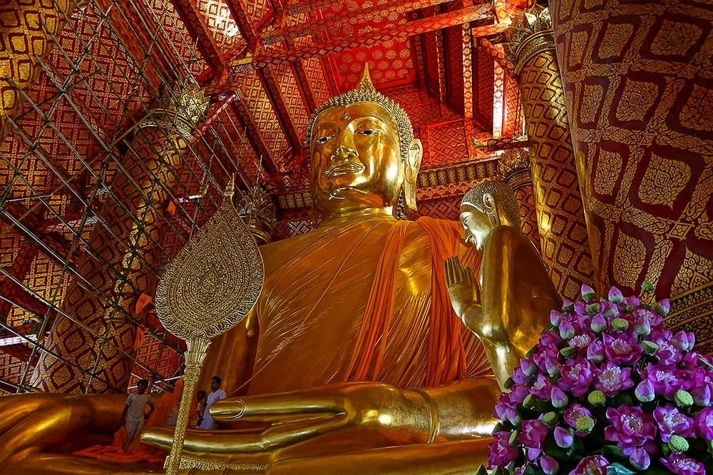 ...Budda ist überall...in Thailand...
