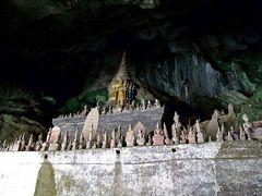 Buddafiguren in den Pak Ou Höhlen