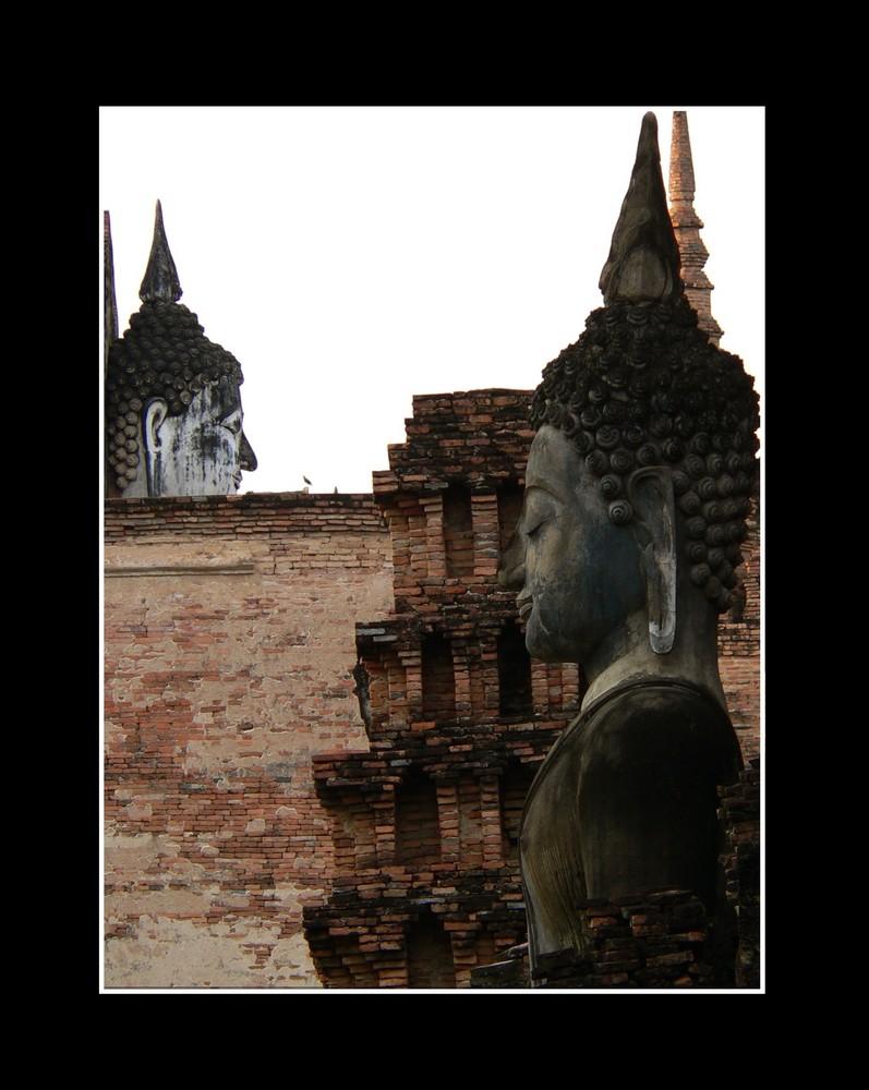 Buddafiguren In Sukhotai Foto Bild
