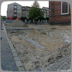 Buddeln der Archäologen vor der Oberkirche