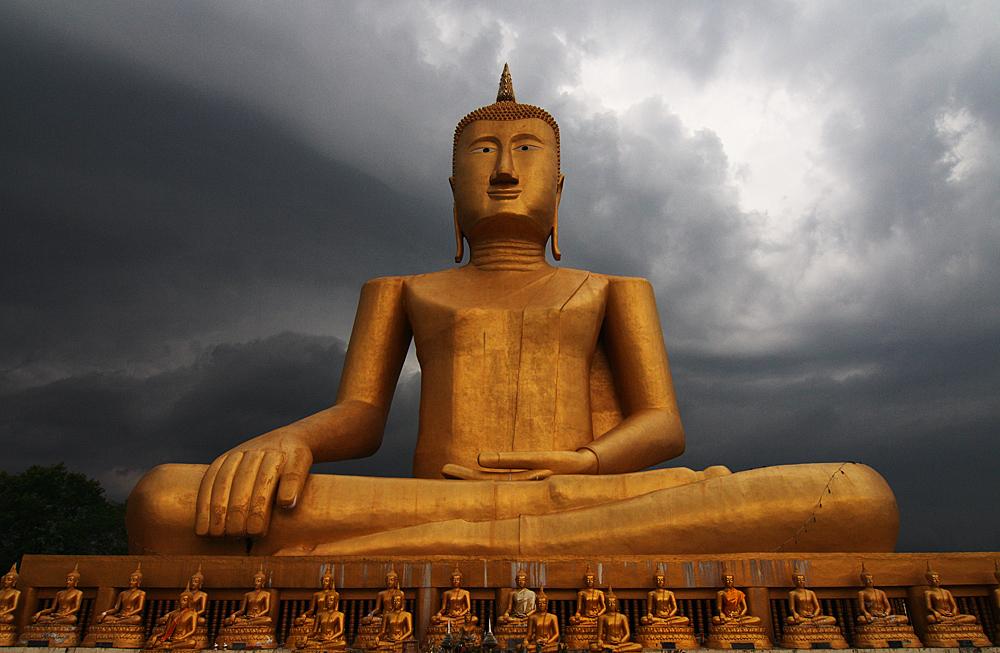 buddha (25 m hoch)