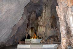 Buddha altar in Tham Khao Wong