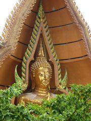 Buddha im Grünen