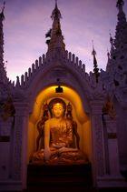 Buddha in der Shwedagon Area
