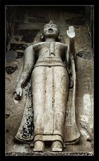 Buddha mit Abhaya Mudra
