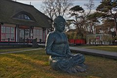 * Buddha trifft Reethaus...