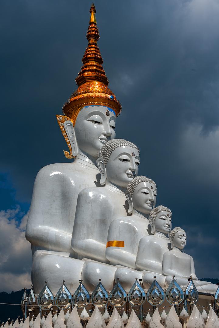 Buddha watches at Wat Pha Sorn Kaew