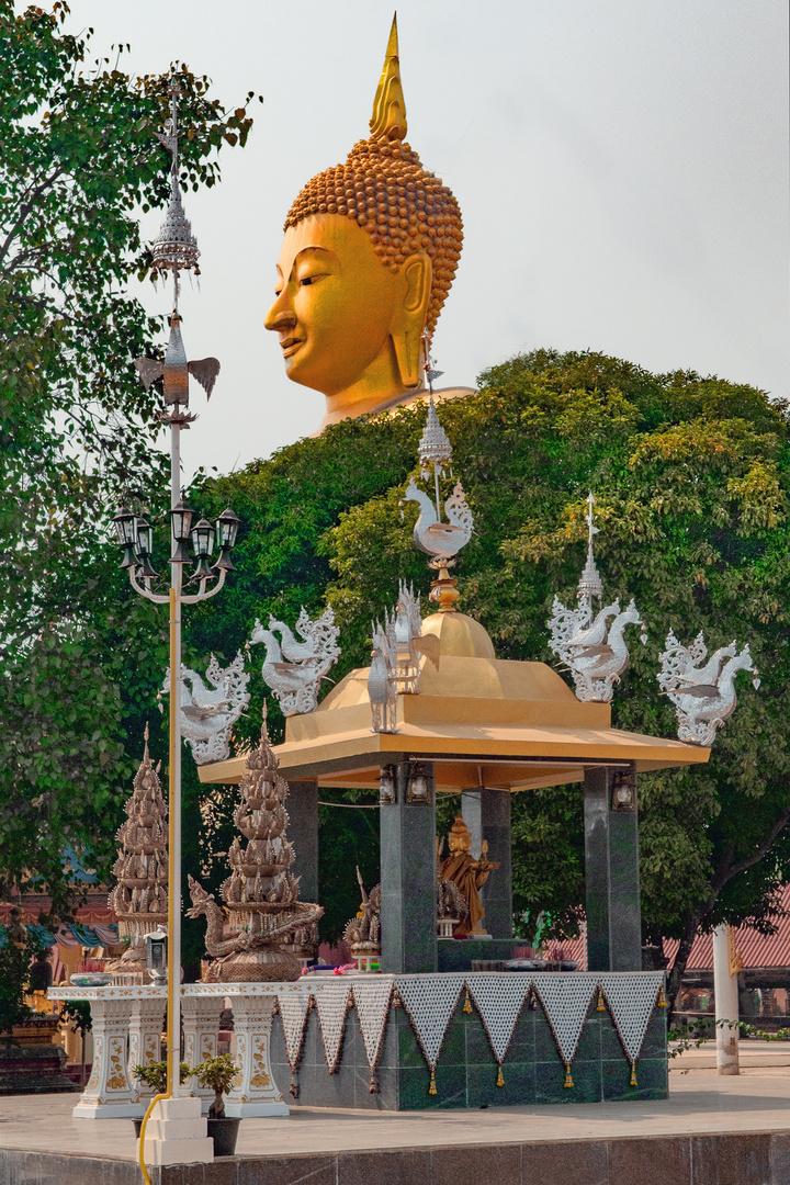 Buddha watching over Wat Klong Phon