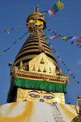 Buddhas Augen blicken auf uns herab