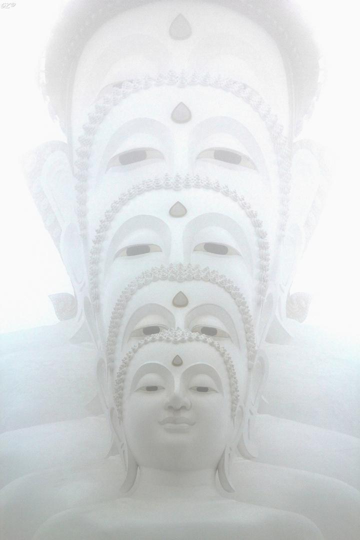 Buddhas im Nebel