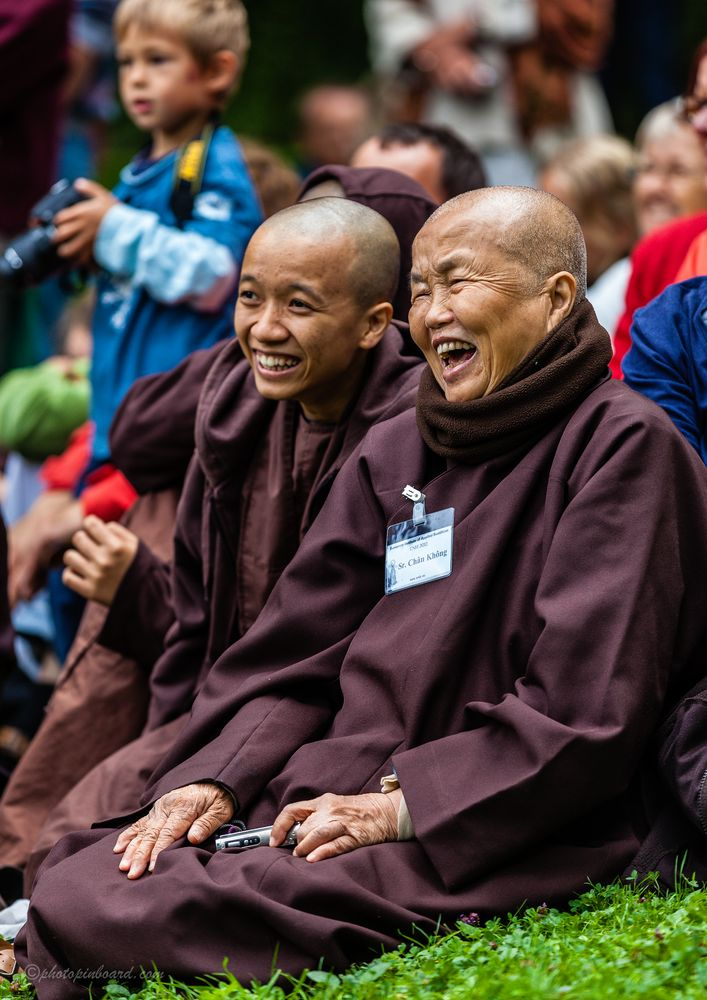 Buddhism - Thich Nhat Hanh - Happyness is here and now